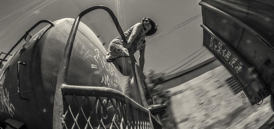 Cover Photo: Rafael Edwards / flickr